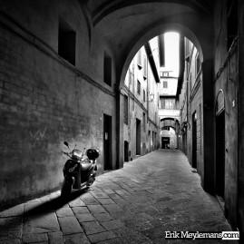 Piaggio in alley